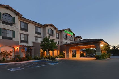 Hotel Front - Evening/Night   Courtyard by Marriott Thousand Oaks