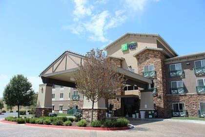 Exterior | Holiday Inn Express Hotel & Suites Tehachapi