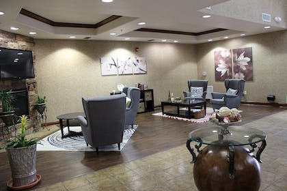 Lobby | Holiday Inn Express Hotel & Suites Tehachapi