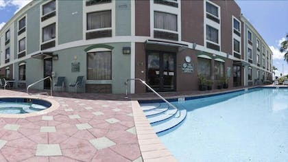 Outdoor Pool | Holiday Inn Express Hotel & Suites Clewiston