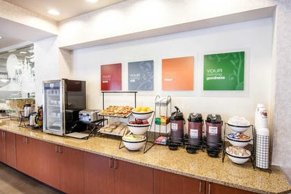 Breakfast Area | Comfort Inn and Suites Salem