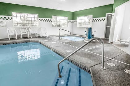 Pool | Comfort Inn and Suites Salem