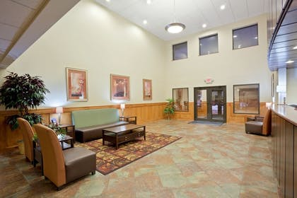 Lobby | Holiday Inn Express & Suites South - Lincoln