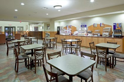 Restaurant | Holiday Inn Express & Suites South - Lincoln