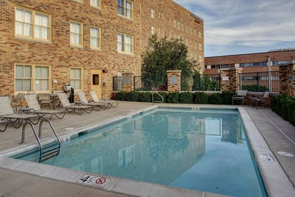 Outdoor Pool   Courtyard by Marriott Kansas City Country Club Plaza