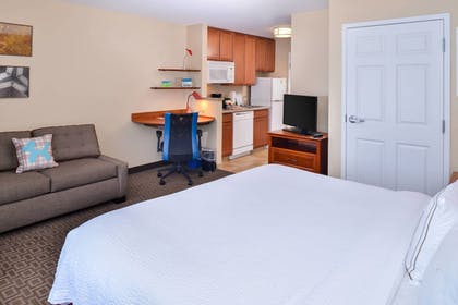 Guestroom | TownePlace Suites by Marriott Thousand Oaks
