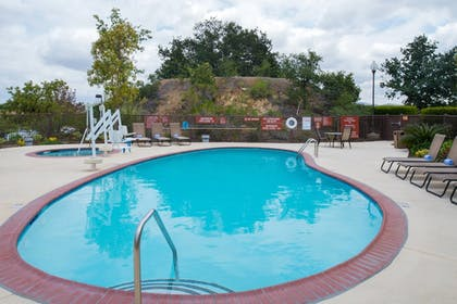 Outdoor Pool | TownePlace Suites by Marriott Thousand Oaks