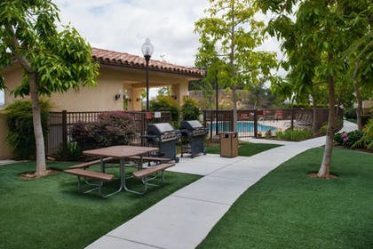 BBQ/Picnic Area | TownePlace Suites by Marriott Thousand Oaks