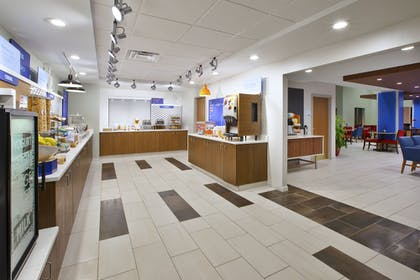 Restaurant | Holiday Inn Express Hotel & Suites Rochester - Victor