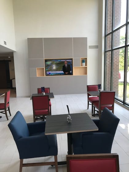 Breakfast Area | Holiday Inn Express Hotel & Suites Rochester - Victor