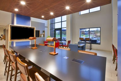 Lobby | Holiday Inn Express Hotel & Suites Rochester - Victor