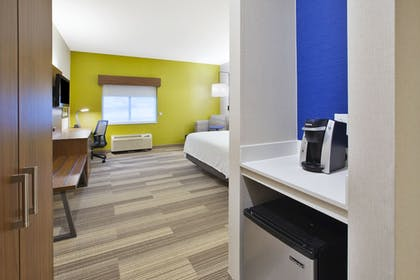 Guestroom | Holiday Inn Express Hotel & Suites Rochester - Victor