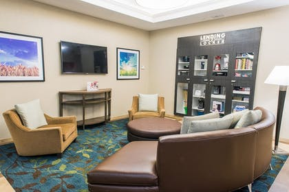 Lobby | Candlewood Suites Virginia Beach/Norfolk