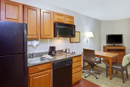 Room | Candlewood Suites Virginia Beach/Norfolk