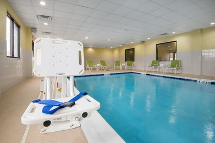 Pool | Holiday Inn Express & Suites Ashland