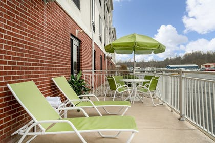 Terrace/Patio | Holiday Inn Express & Suites Ashland