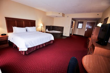 Guestroom | Hampton Inn Suites Louisville East