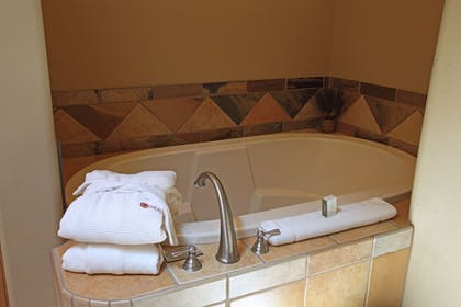 Jetted Tub   The Inn At Entrada