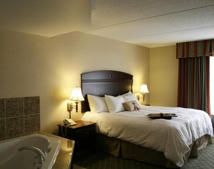 Guestroom | Hampton Inn Cambridge