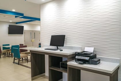 Business Center | La Quinta Inn & Suites by Wyndham Latham Albany Airport