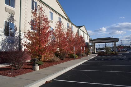 Property Grounds | Best Western Harrisburg Hershey Hotel