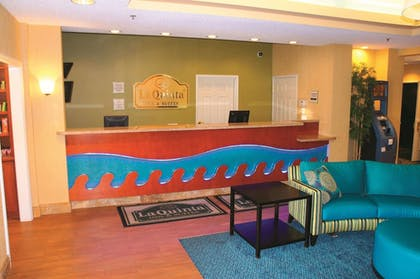 Lobby | La Quinta Inn & Suites by Wyndham Rapid City