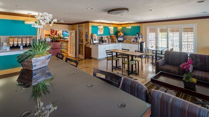 Breakfast Area | Best Western Harbour Inn & Suites