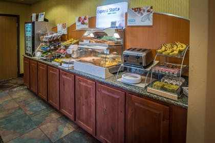 Breakfast Area | Holiday Inn Express & Suites Gunnison