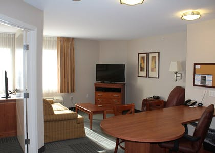 Guestroom | Candlewood Suites O Fallon