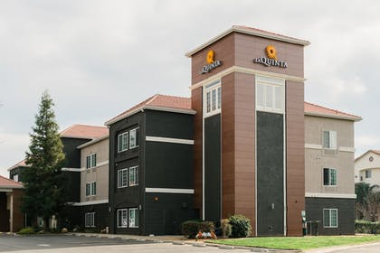 Hotel Front | La Quinta Inn & Suites by Wyndham Bakersfield North