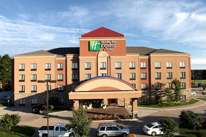 Featured Image   Holiday Inn Express and Suites Springfield Medical District