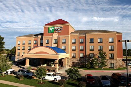 Hotel Front   Holiday Inn Express and Suites Springfield Medical District