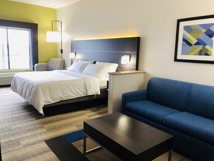 Guestroom | Holiday Inn Express and Suites Newton