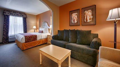 Guestroom | Best Western Plus Bass Hotel & Suites