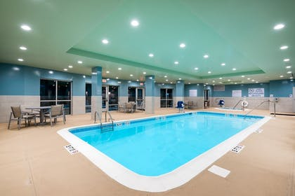 Pool | Holiday Inn Ex Hotel & Suites Florence I-95 & I-20 Civic Ctr