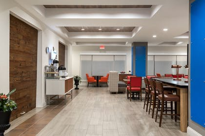 Lobby | Holiday Inn Ex Hotel & Suites Florence I-95 & I-20 Civic Ctr