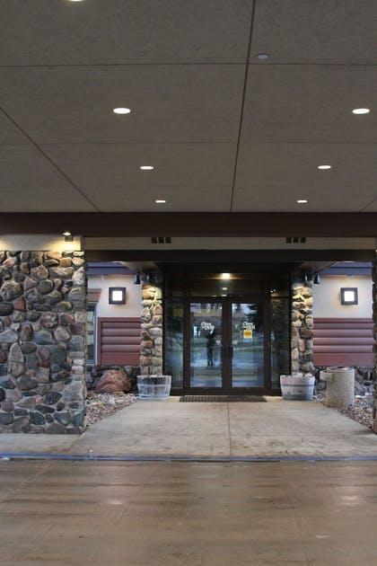 Interior Entrance | C'mon Inn Hotel & Suites