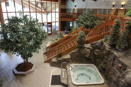Indoor Spa Tub | C'mon Inn Hotel & Suites