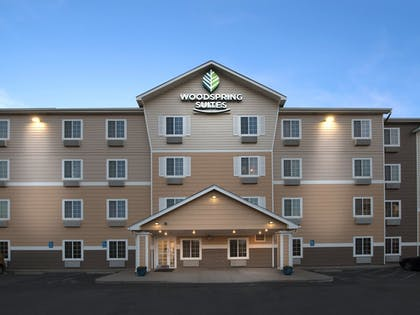 Hotel Front | WoodSpring Suites Wichita Airport