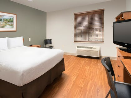 Guestroom | WoodSpring Suites Wichita Airport