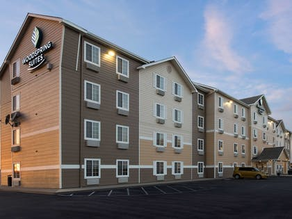 Hotel Front - Evening/Night | WoodSpring Suites Wichita Airport