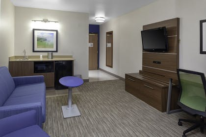 Guestroom | Holiday Inn Express & Suites Interstate 90