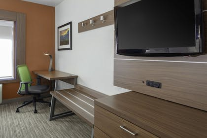 Room | Holiday Inn Express & Suites Interstate 90