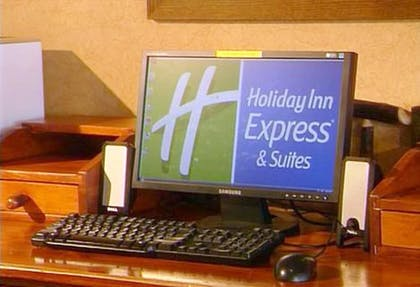 Hotel Bar | Holiday Inn Express Hotel & Suites Watertown-Thousand Island