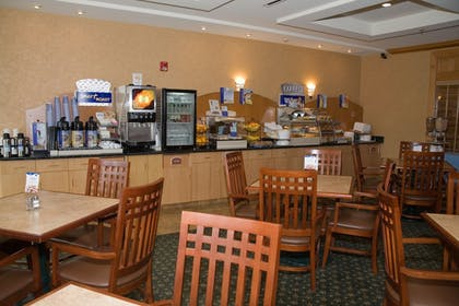 Restaurant | Holiday Inn Express Hotel & Suites Watertown-Thousand Island