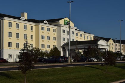 Hotel Front | Holiday Inn Express Hotel & Suites Watertown-Thousand Island