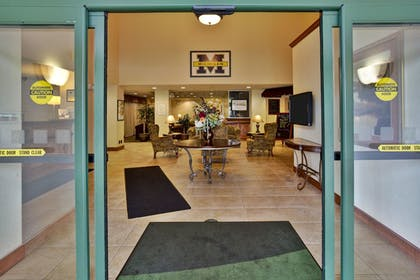 Hotel Entrance | Holiday Inn & Suites Ann Arbor Univ Michigan Area
