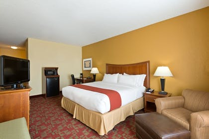 Guestroom | Holiday Inn Express & Suites Little Rock-West