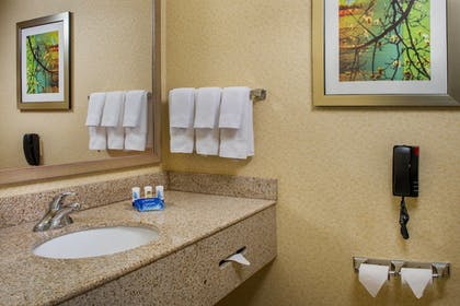 Guestroom | Fairfield Inn & Suites by Marriott Wilson