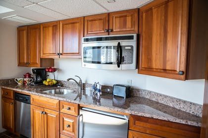 In-Room Kitchenette | Newport Bay Club and Hotel